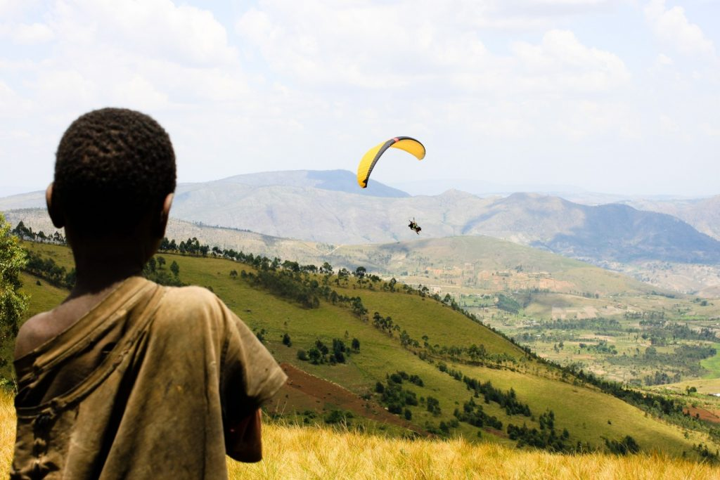 landscape-child-paragliding-burundi-africa